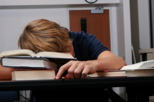 Lack of sleep affects brain function in young people, researchers conclude.