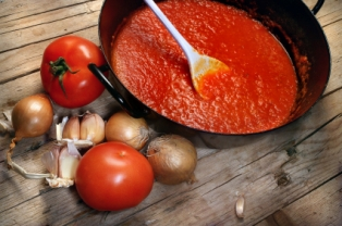 Lycopene, which is an antioxidant found abundantly in tomatoe sauce, has been shown to increase blood flow.